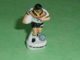 Fèves / Sport : Foot , N° 7 Allier Droit 1998 ( 36 Mm )        T52 - Sports