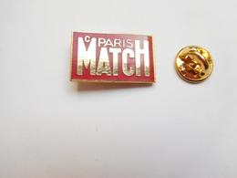 Superbe Pin's En EGF , Média Journal , Paris Match , Signé Double Six - Médias