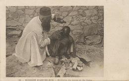Abyssinie Ethiopie Médecin Du Corps Et De L' Ame . Missionnaire . Mission. Lavage Tete . Poux . Lice - Santé