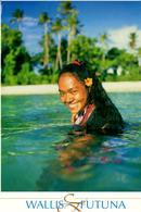 Francesca Vous Souhaite La Bienvenue En Son île De Wallis ( Cette Carte A été Coupée Pour Entrer Dans L'enveloppe) - Wallis Et Futuna