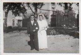 Gr03V  04 Riez Photo (12.5cm X 8.5cm) Mariage Les Mariés Sur La Place Années 30/40 - Autres Communes