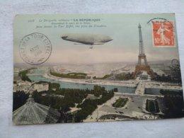 Le Dirigeable Militaire LA REPUBLIQUE Descandant Le Cours De La Seine Passe Devant La Tour Eiffel,Vue Prise Du Trocadero - Dirigeables