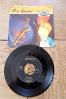Disque 45 Tours Dans Sa Pochette  D Origine : Blue Hawai Billy Vaughn   Années 1955/60 - 45 T - Maxi-Single