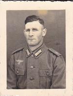 Foto Deutscher Soldat - Foto Karpawitz, Kiel-Friedrichsort - 2. WK - 6*4,5cm  (48464) - Krieg, Militär
