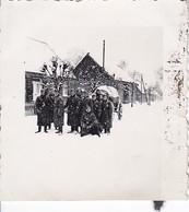 Foto Deutsche Soldaten Und Fuhrwerk Im Winter - 2. WK - 5,5*5,5cm  (48468) - Krieg, Militär