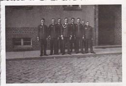Foto Gruppe Deutsche Soldaten - 2. WK - 8*5,5cm  (48473) - Krieg, Militär