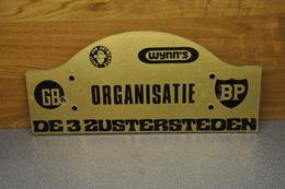 Rally Plaat-rallye Plaque: De 3 Zustersteden ORGANISATIE Gazet Van Antwerpen Wynn's BP-GB 1969--1976 - Plaques De Rallye