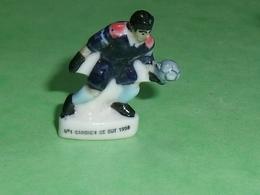 Fèves / Sports : Foot ,N° 1 Gardien De But   1998  ( 34 Mm  )   T14 - Sports
