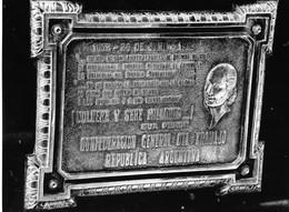 Photo Argentine. Buenos Aires Cimetière Plaque De Bronze Sur La Tombe D'Evita Peron Ph. Vivant Univers - Lieux
