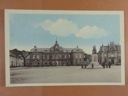 Ste-Menehould Hôtel De Ville, Caisse D'Epargne Et Poilu - Sainte-Menehould