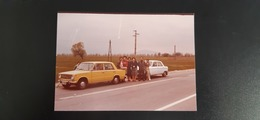 Original Photo, Ancienne/Snapshot. Vintage/Old Car - Man And Womans Pose With LADA - Automobiles