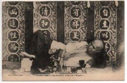 Un Fumeur D'Opium-Avant.... - Viêt-Nam