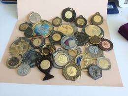 Lot De Médaille Pétanque Voir Plusieurs Photos (lot N°16 ) (attention Poids Important  3kg Environs ) - Bocce