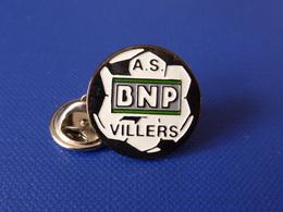 Pin's Banque BNP - ASC Villers - Amicale Sportive Et Culturelle - Ballon De Foot Football (HA54) - Banken