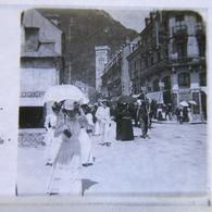 Plaque POSITIVE :Haute-Garonne  à LUCHON Sortie Messe  ,  Vue Stéréoscopique 10.5X4.5 , Année 1906 - Luchon