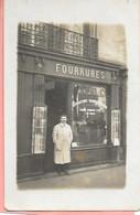 Carte Photo D'un Marchand Fourreur Devant Sa Vitrine De Fourrures An N°156 Bd Du Montparnasse Paris M. Rivelin Oct 1926 - Shopkeepers