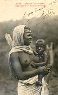 Afrique Occidentale - Etude N°35 - Femme Foulah Et Son Enfant Seins Nus - Cartes Postales