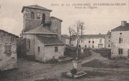 SAINT-VICTOR-SUR-ARLANC Place De L' Eglise. Calvaire. (Environs De LA CHAISE DIEU) - France