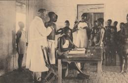 Congo Belge - Une Des Consultaions Du Poste Dela Croix-Rouge - Belgisch Congo - Croix-Rouge