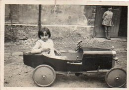 Gr03V  Photo Enfant Et Sa Voiture à Pédales Automobile Tacot Jouet à Riez (04) ? - Jeux Et Jouets