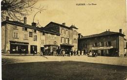 905 - Rhone -  FLEURIE  :  La Place - Magasin De Mode DUFOUR, Epicerie  TRIBOLET ,Hotel De L'Europe, ...circulee En1904 - Altri Comuni