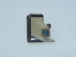 Pin's APPAREIL PHOTO A SOUFFLET - Photographie