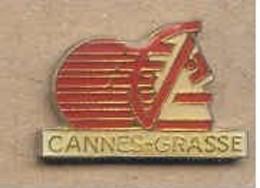 S222 Pin's Bank Banque Caisse épargne Cannes Grasse écureuil Squirrel Achat Immédiat - Banken