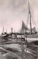 ILE D OLERON La Cotiniere Un Coin Du Port A Mer Basse 22(scan Recto-verso) MA837 - Ile D'Oléron