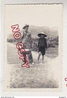 Au Plus Rapide Guerre Indochine Saïgon 1949 Militaire Homme Torse Nu Et Son Porteur - War, Military