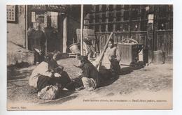 SHANGHAI (CHINE / CHINA) - PETITS METIERS CHINOIS LES RAVAUDEUSES / SMALL CHINESE PEDLARS SEEMSTRESS - Chine