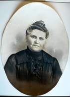 Portrait D'une Vieille Dame Réalisé Au Fusain Des Années 1930 ( à Confirmer ) - Formal Ovale Pour Tableau - Texte Au Dos - Disegni