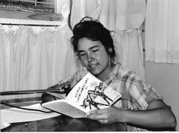 """Photo Argentine. Ugarteche Animatrice De La Radio Communautaire """"FM Sur"""" Ph. Vivant Univers - Lieux"""