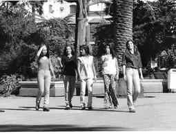 Photo Argentine. Salta Les Jeunes Filles En Jeans Place 9 De Julio Ph. Vivant Univers - Lieux