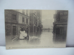 PARIS 75 PARIS 52 . INONDATIONS DE PARIS JANVIER 1910 UN RADEAU RUE MAÎTRE ALBERT CPA LL - Alluvioni Del 1910