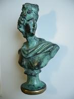 Statuette - Buste - Femme - Personne Célèbre ?? - Marianne ?? Matière à Identifier - Bronze - 657 Grammes - 15,5 X 9 Cm - Bronzes