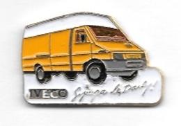 Pin's  Automobile  IVECO  Jaune  Sympa  Le  Daily - Autres
