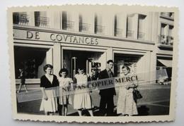Coutances 50 Manche Famille Groupe Homme Femme Devant Magasin Photo Originale Cliché Amateur - Coutances