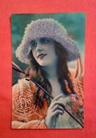 CPA Fantaisie/ Femme Rétro / Mode Chapeau/ Années Folles 1924 - Women
