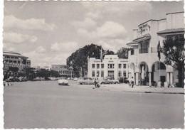 670 ELISABETHVILLE - VUE GÉNÉRALE DE LA PLACE ALBERT - VIEILLES VOITURES DES ANNÉES 1950 - Lubumbashi