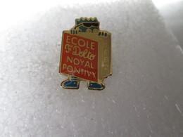 PIN'S   ECOLE  F DOLTO  NOYAL  PONTIVY   1992 - Other