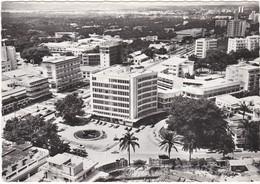672 LÉOPOLDVILLE - VUE GÉNÉRALE AÉRIENNE SUR UN COIN DE LA VILLE - PLACE ET STATIONNEMENTS - Kinshasa - Leopoldville