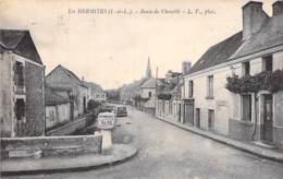 37 - LES HERMITES : Route De Chemillé ( Borne MICHELIN En Bon 1er Plan )  CPA Village (580 Habitants ) - Indre Et Loire - France
