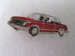 PIN'S    BMW  2002  TI   ROUGE  Email A Froid - BMW