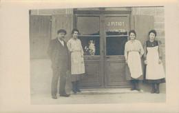J78 - Commerce - Carte Photo - Le Personnel Devant La Pharmacie J. Pitiot - Handel