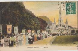 Cpa ( 65 Hautes-pyrénées) Lourdes , Les Noelistes A Lourdes - Lourdes