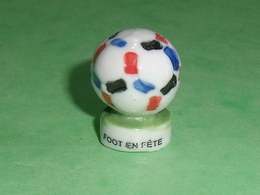 Fèves / Sports : Foot En Fète , Ballon (trou Dessous )        T14 - Deportes