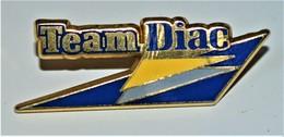 Rare Pin's Team Diac Renault Arthus-Bertrand - Arthus Bertrand