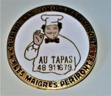 Rare Pin's Quand Les Gros Maigriront Les Maigres Périront Restaurant Au Tapas Diamètre 3 Cm - Pin's