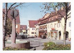 Freiburg BREISACH Vieux Brisach Fontaine De L'Europe En 1980 Magasin SPAR Mercedes Ford Taunus Hôtel - Freiburg I. Br.