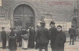 CPA 87 GREVES DE LIMOGES 1905 PORTAIL DE LA PRISON DEFONCE PAR LES GREVISTES - Limoges